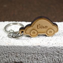 Porte clés petite voiture érable