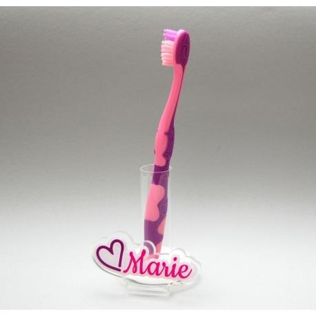support brosse dents coeur autour du pr nom. Black Bedroom Furniture Sets. Home Design Ideas