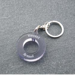 Porte clés anneau multi prénoms gris