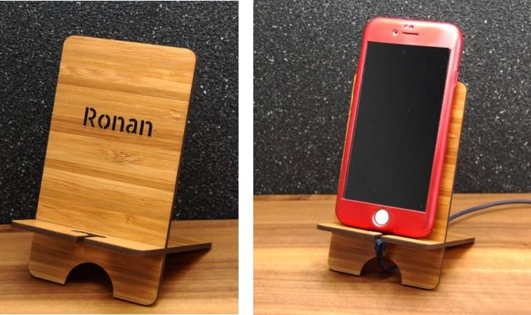 Personnalisez un support smartphone en bambou ou en érable.